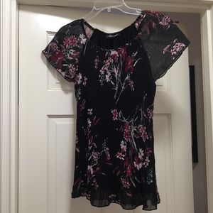 Roz and Ali black floral short sleeve top